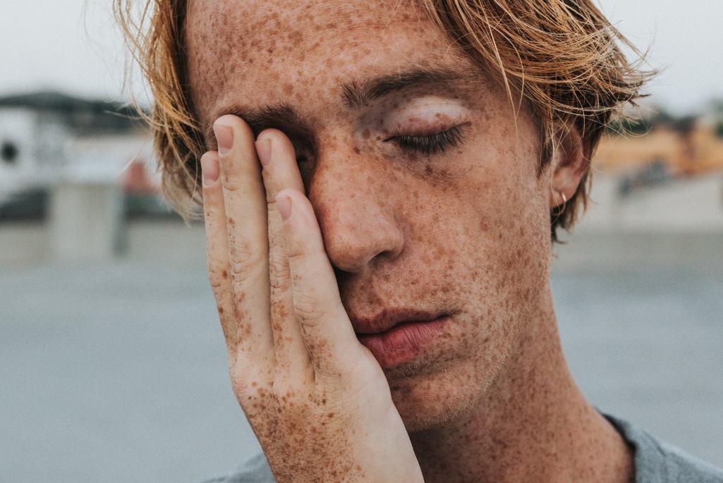 Schlachter Schlaf kann zu Gereiztheit, Blutchocdruck oder auch Tagesmüdigkeit führen